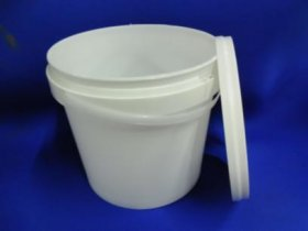 4 ltr plastic bucket with lid
