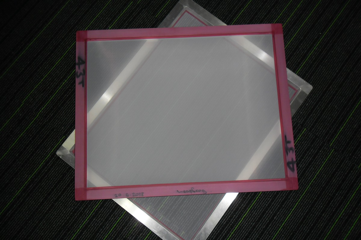 530mm x 670mm (25mmx30mm) New Aluminium Frame with 43T White Mesh